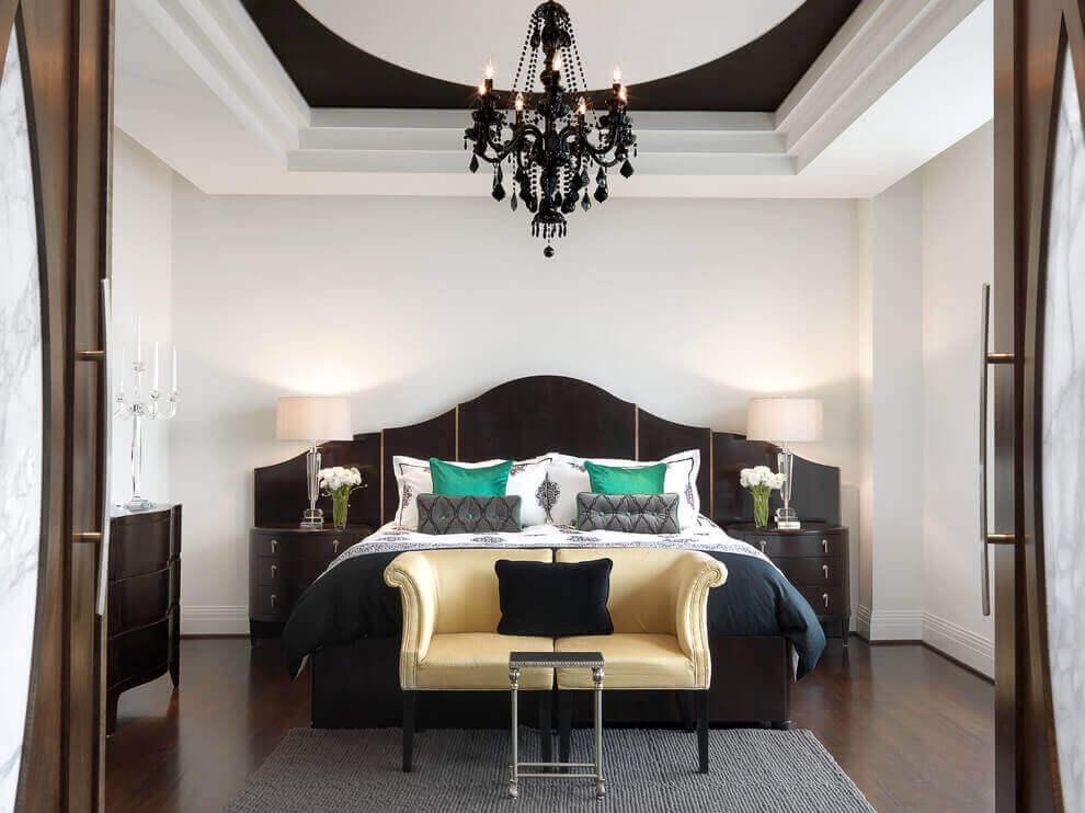 черная люстра в спальне