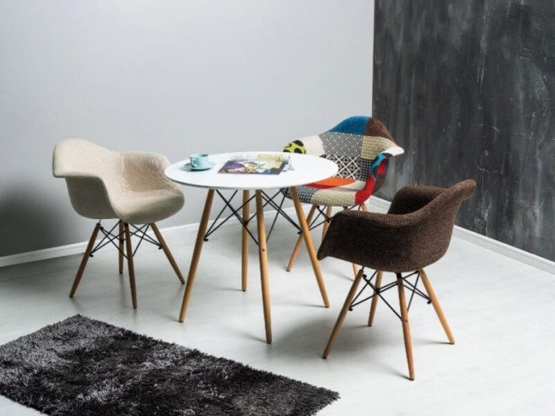 красивые стулья с оббивкой в скандинавском стиле