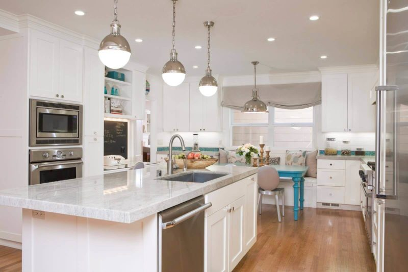 современный дизайн светлой кухни