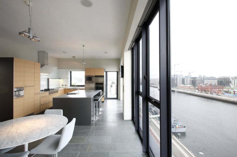 оформлення кухні панорамні вікна
