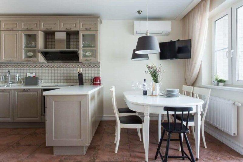 Овальний стіл в інтер'єрі кухні