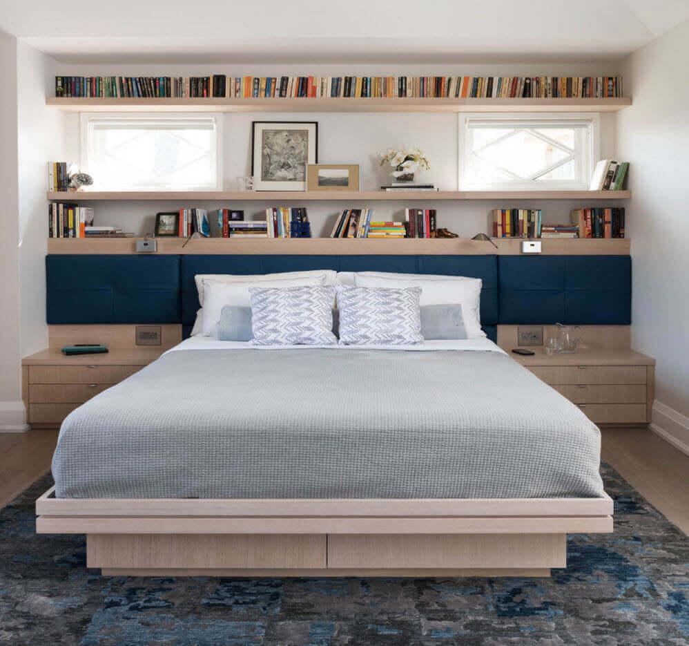 спальня с декоративным окном