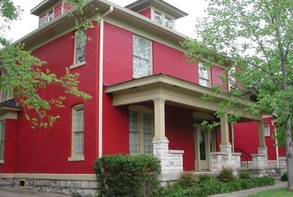 екстер'єр будинку червоний фасад