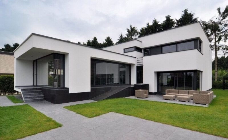 Дом белого цвета