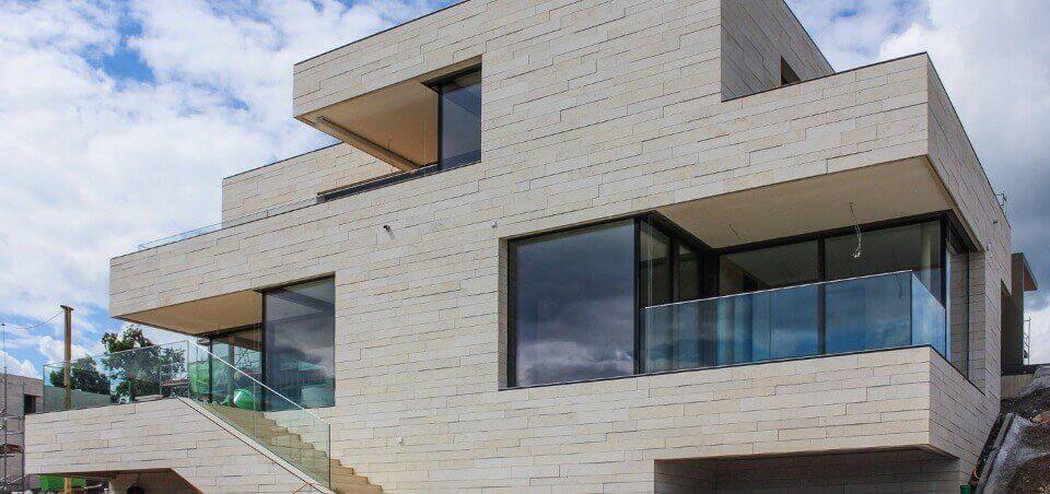 Оздоблення фасаду натуральним каменем