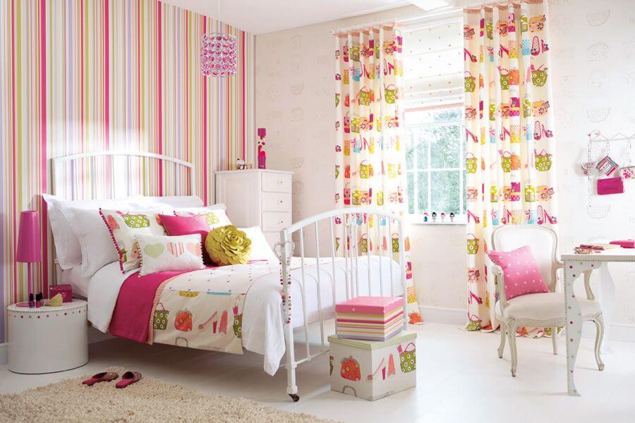 Яркие обои в интерьере детской комнаты