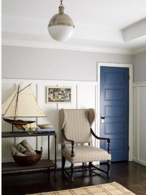 синие межкомнатные двери в интерьере