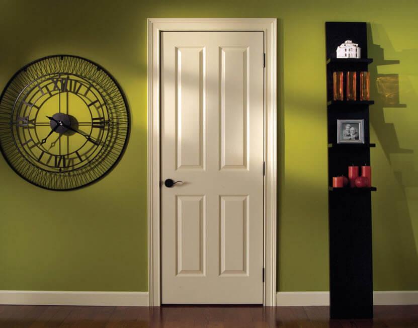 модные оттенки зеленая стена белые двери