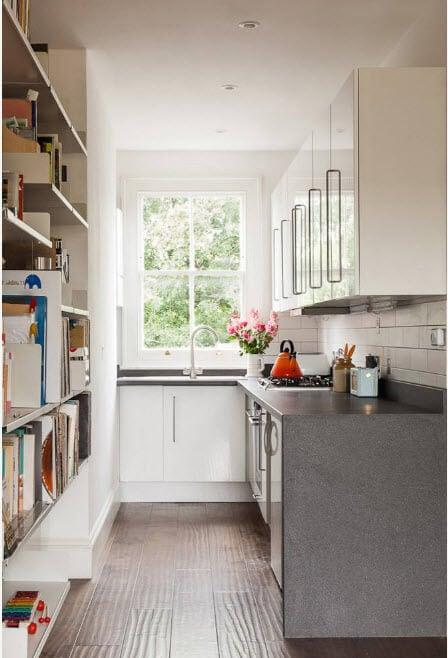 маленькая кухня со стенкой