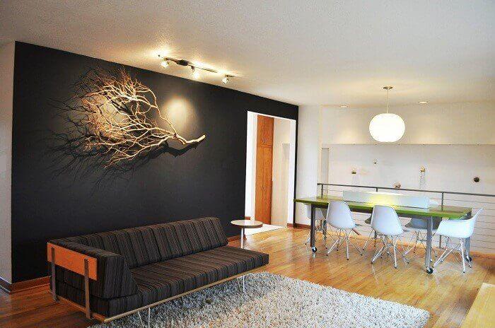 Ветка дерева в декоре стены
