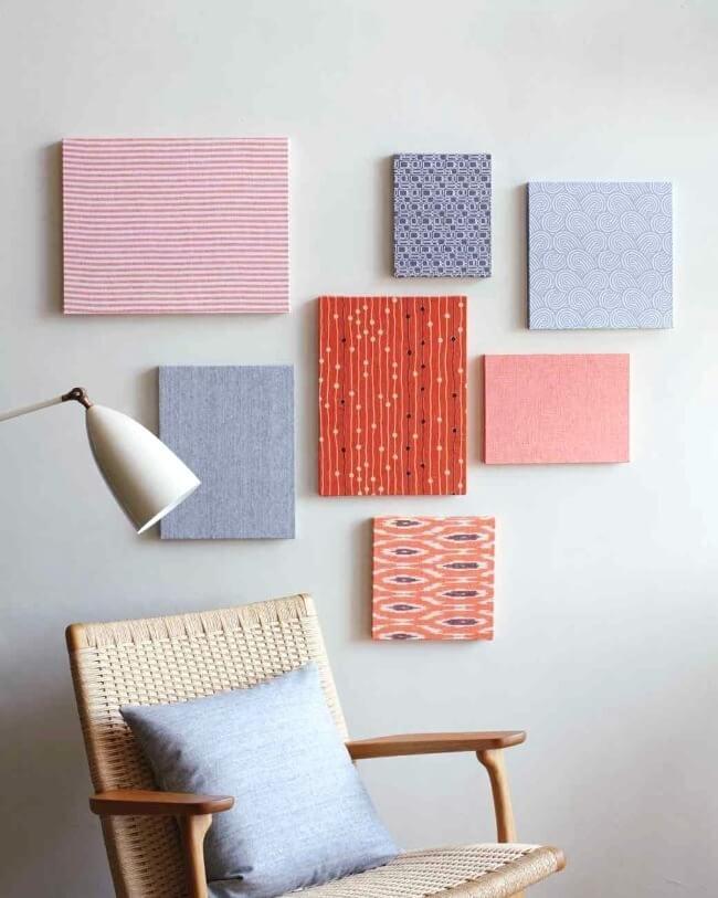 панно из ткани на стене