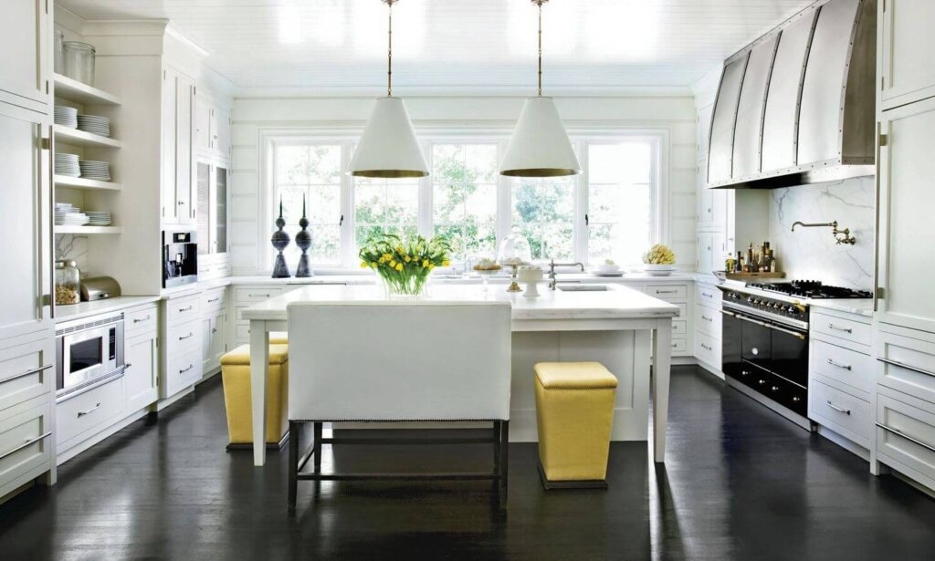 Черный пол в интерьере кухни