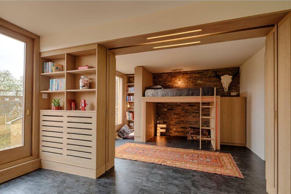 Кровать-чердак из натуральной древесины
