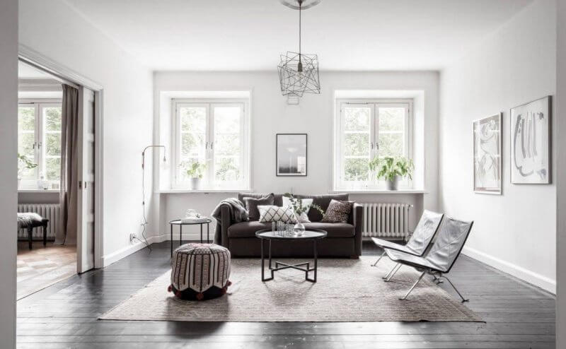 Правильно оформленное освещение поможет избежать визуального уменьшения комнаты