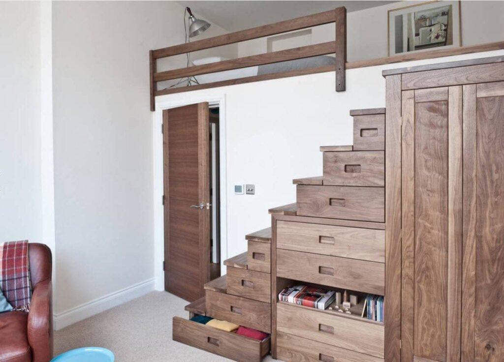 Подиумная лестница для кровати чердака