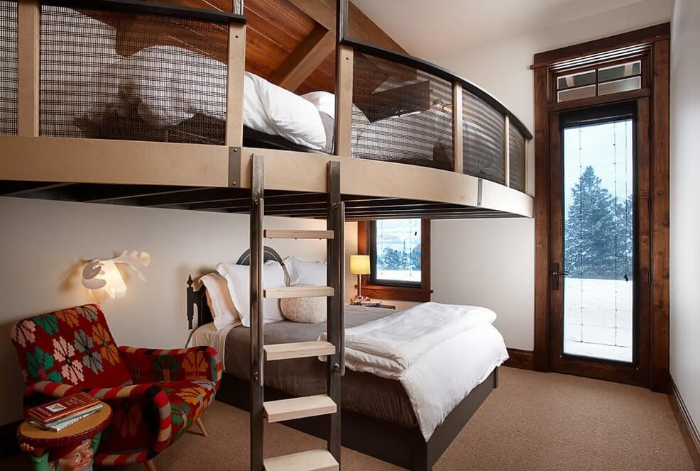 Вертикальная лестница для кровати-чердака