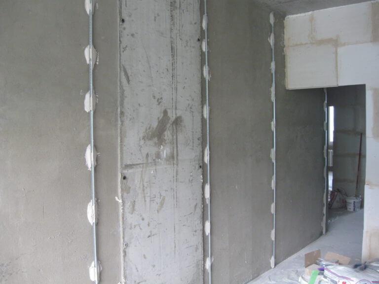 Маячная штукатурка стен под обои