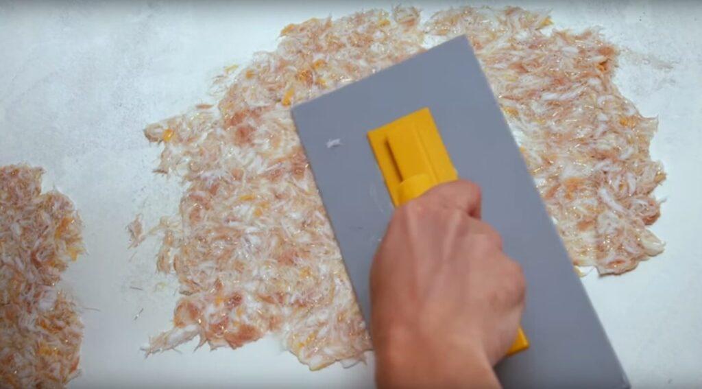 Процес нанесення рідких шпалер