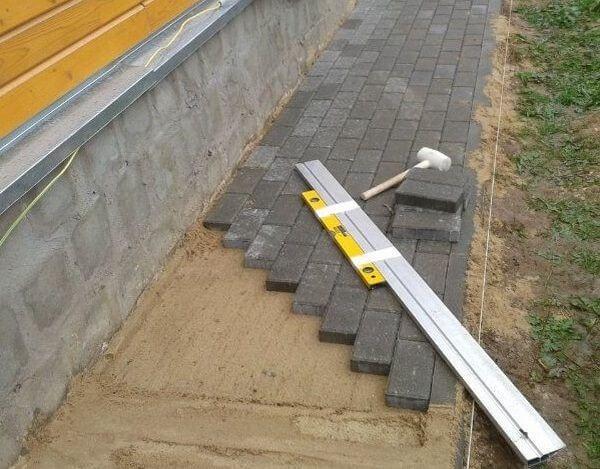 схема установки вимощення з тротуарної плитки