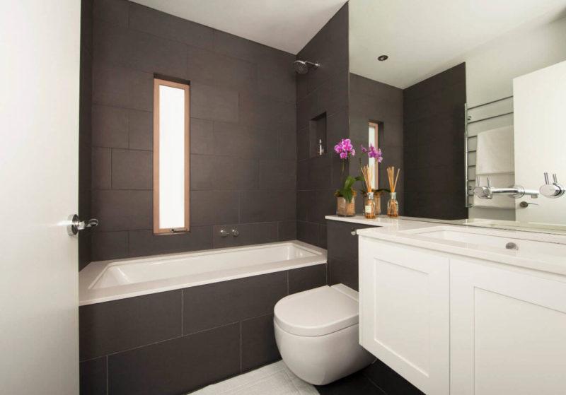 черно-белая небольшая ванная