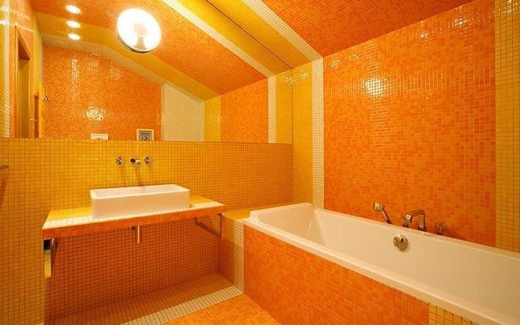 помаранчева ванна кімната