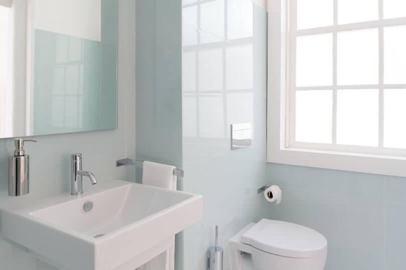 оздоблення стін у ванній плитка