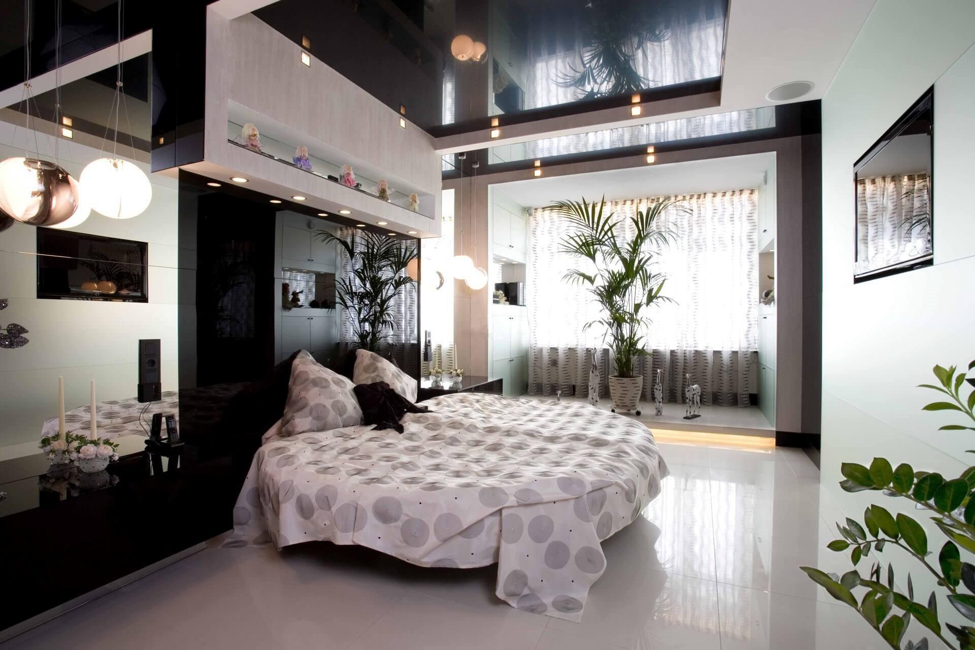 глянцева стеля в спальні