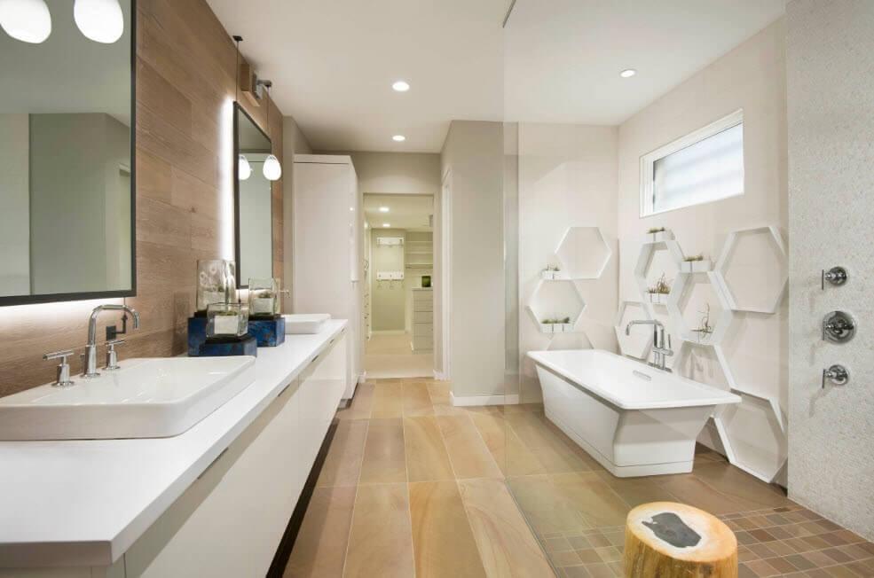 Оригінальні полки в якості декору ванної кімнати