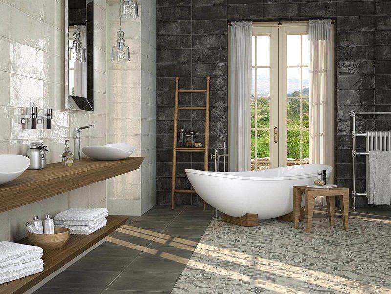 открытые стеллажи в ванной