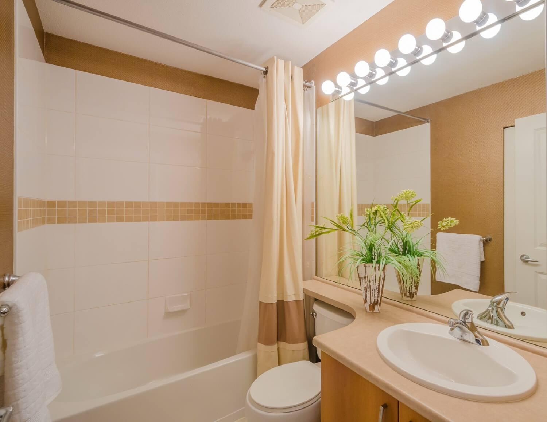 дзеркало з підсвічуванням ванна