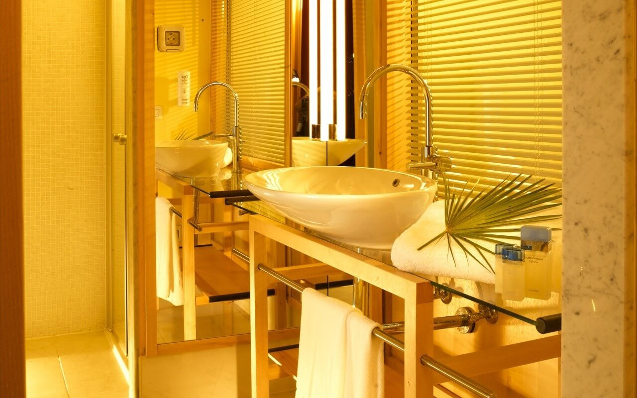 Дизайн ванної в жовтих тонах