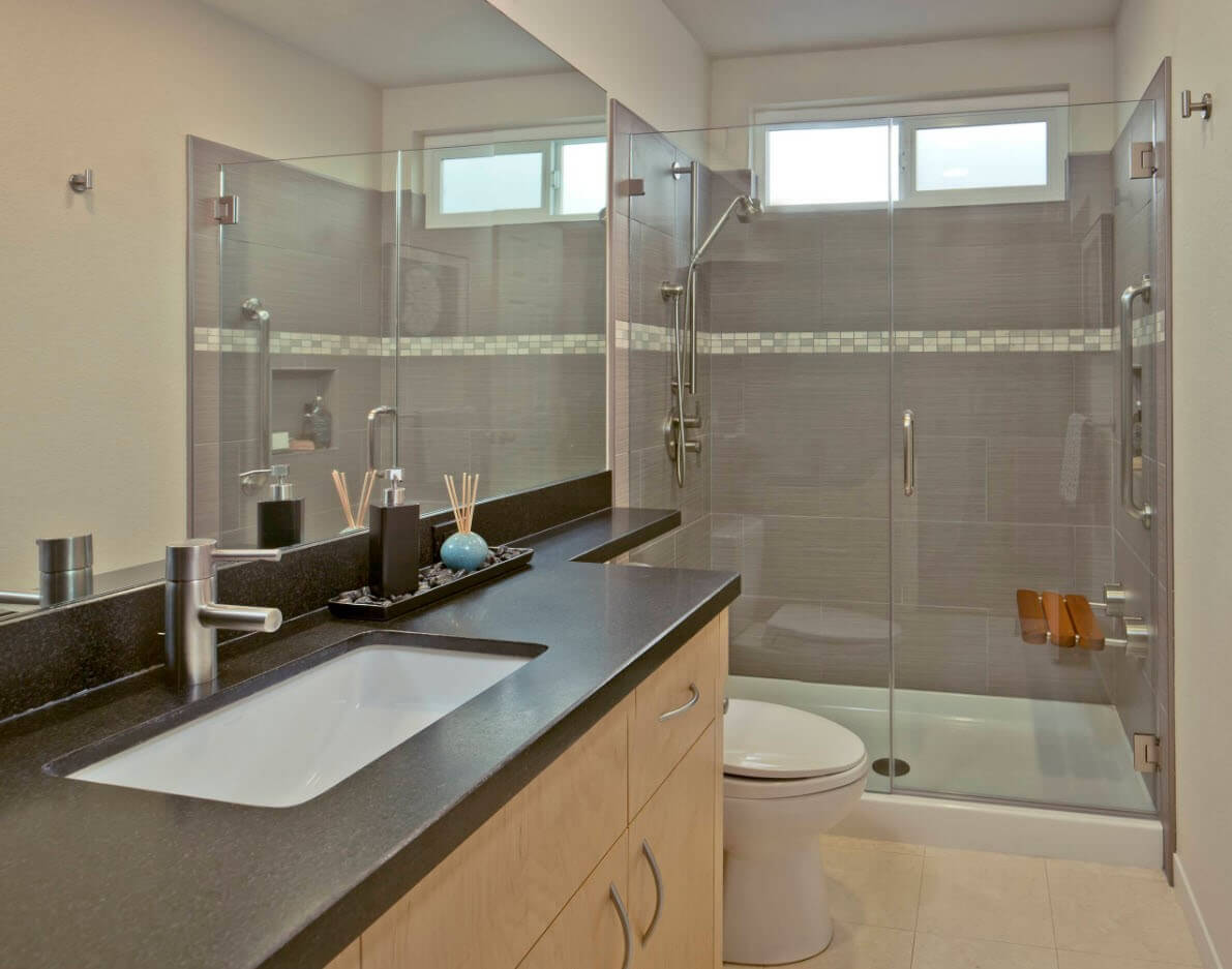 дзеркала в невеликій ванній