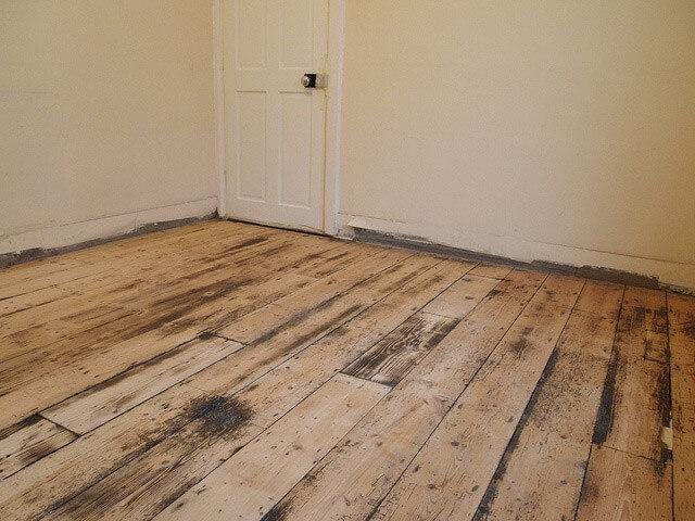 рівна дерев'яна підлога