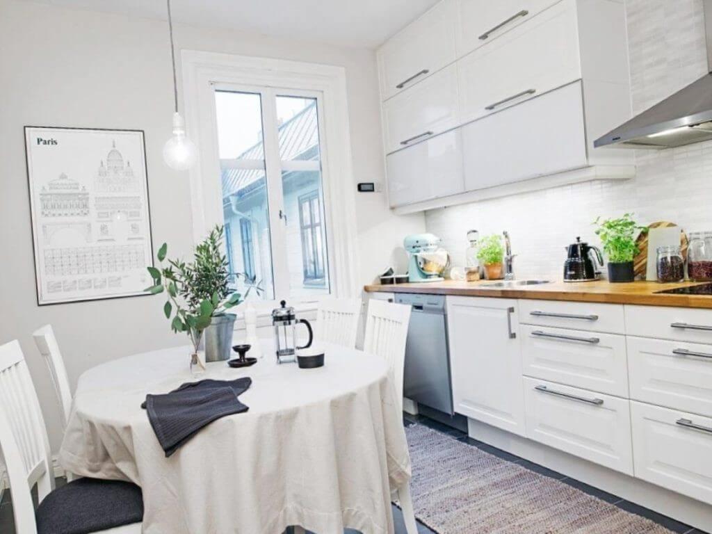 белая кухня обои