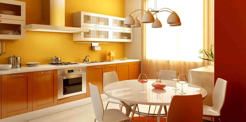 жовті шпалери на кухні