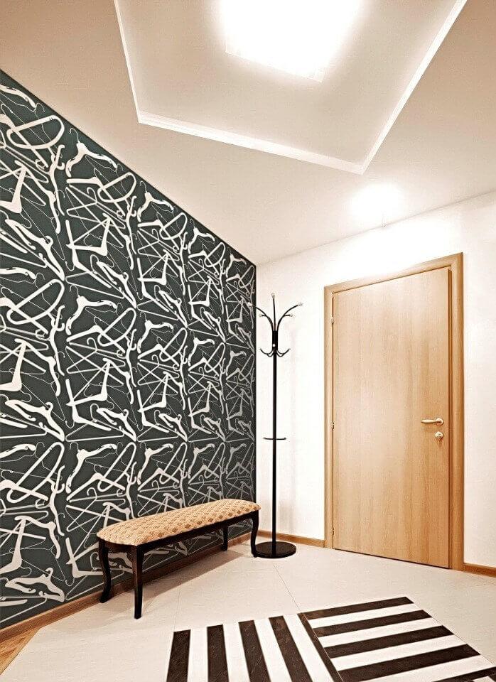 паперові шпалери в коридорі
