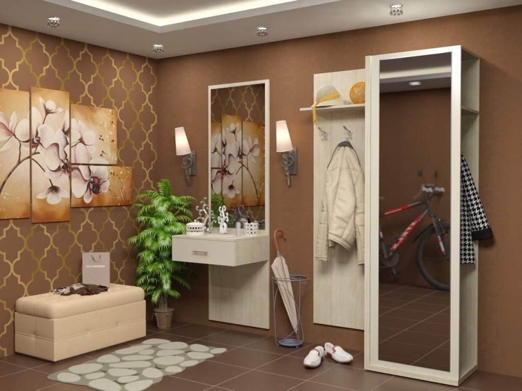 коричневые виниловые обои в коридоре