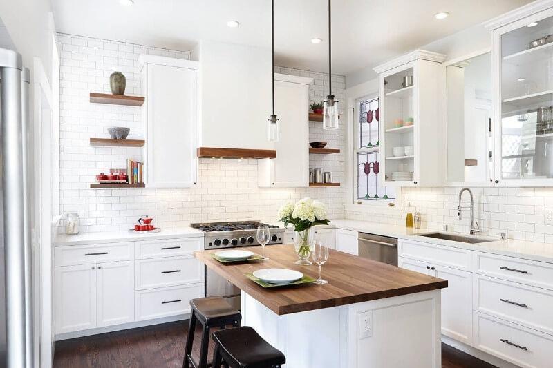кухня в білих тонах