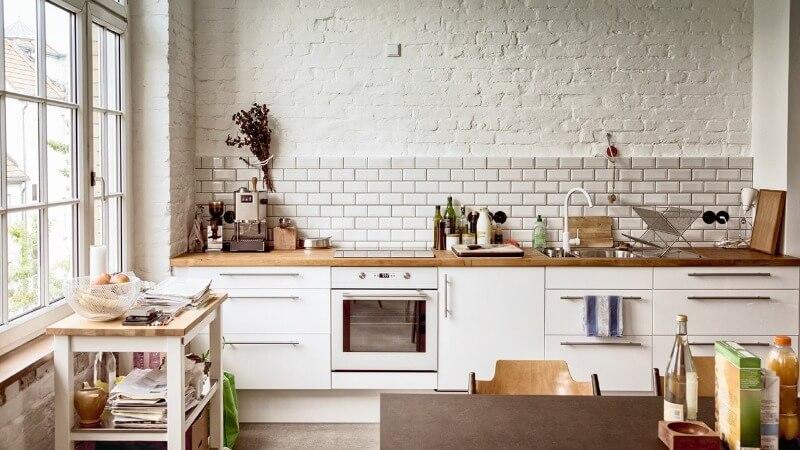 современный дизайн кухни белого цвета