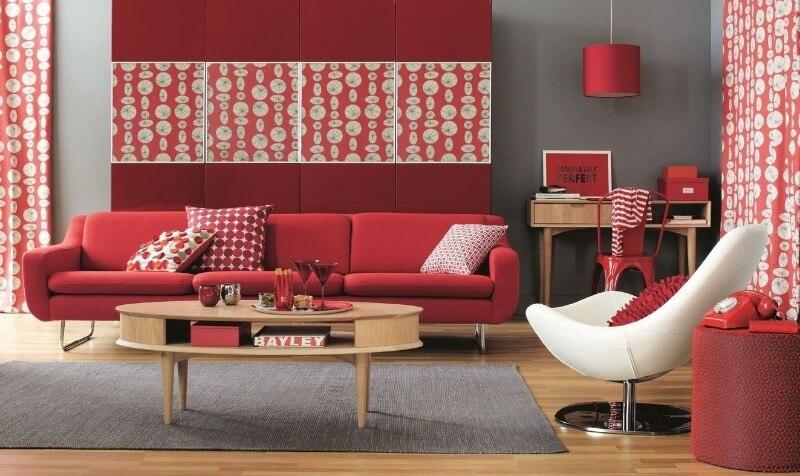 модная красная гостиная
