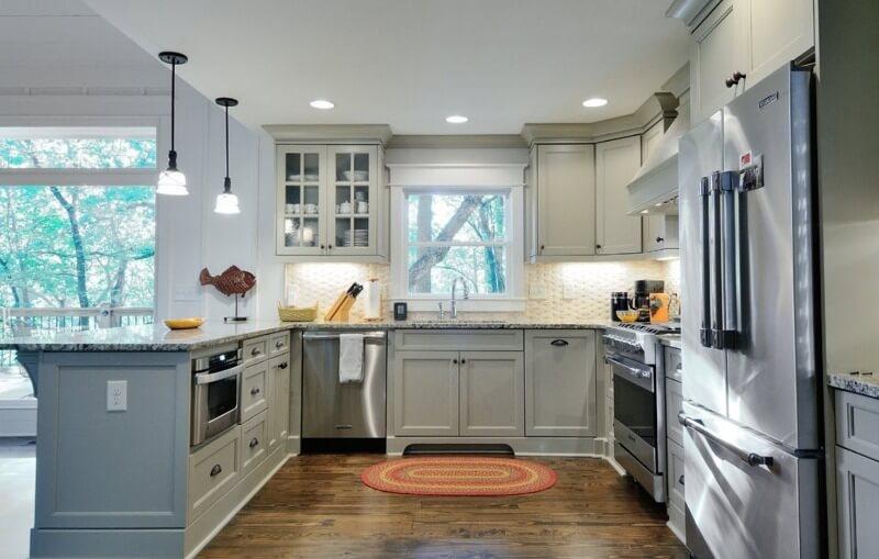 модная кухня серого цвета