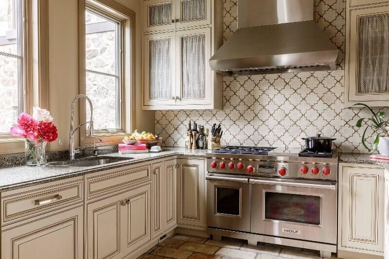 кухня в пастельних тонах