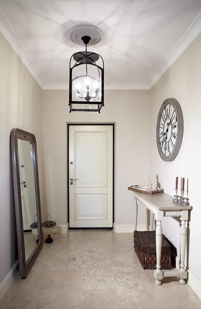 стильная люстра в коридоре