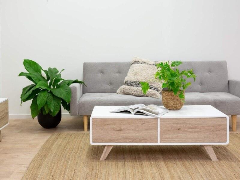 стильный стол в гостиной