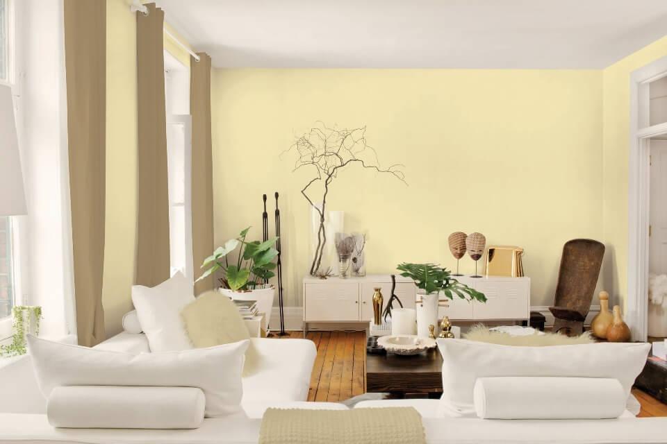жовті шпалери в зал