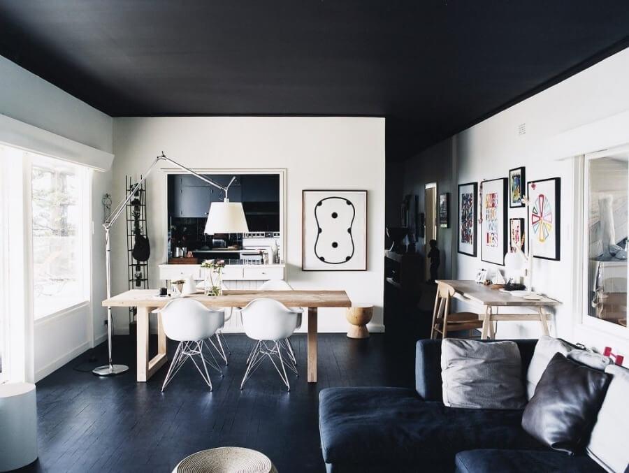 черный дизайн потолка
