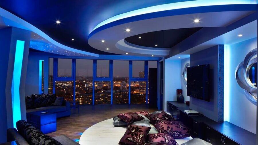 красивый потолок с светодиодной лентой