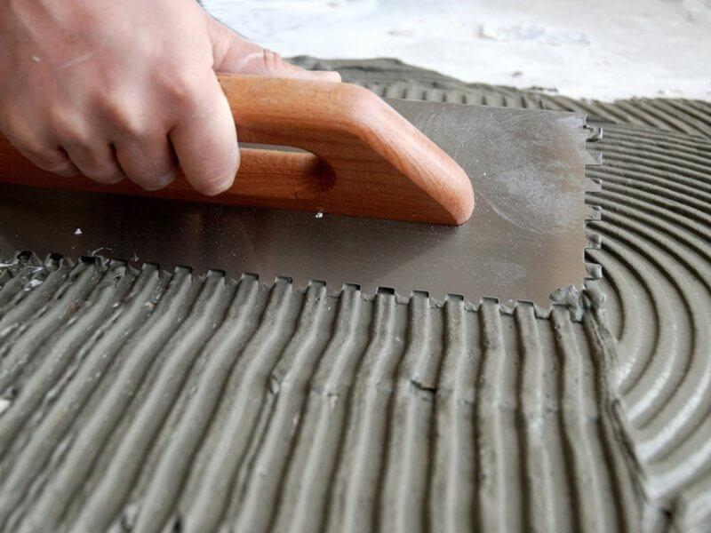як покласти плитку на підлогу