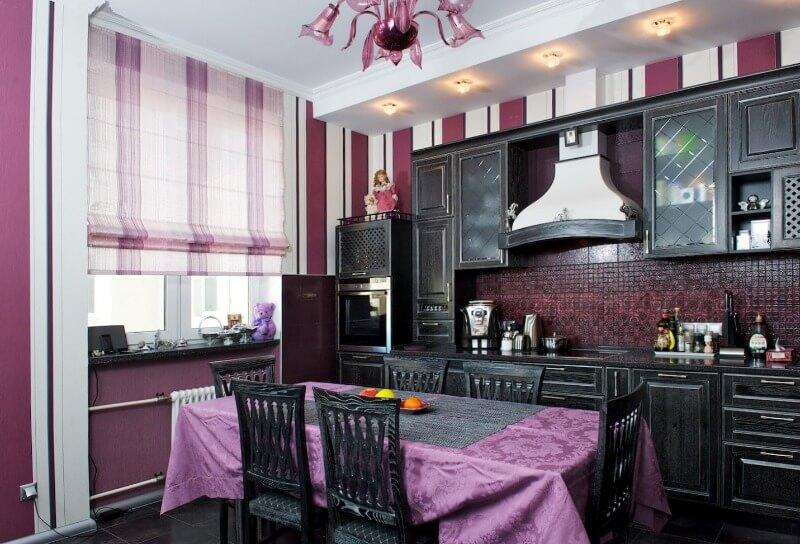 разноцветные шторы на кухне