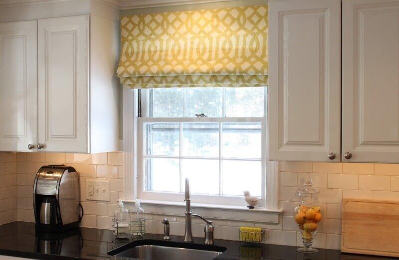 шторы с принтами на кухне